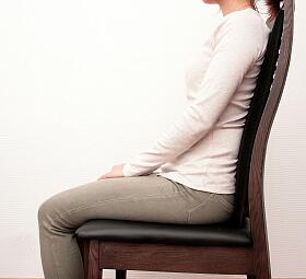 椅子の背もたれに