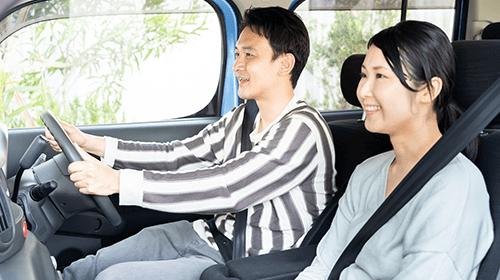 写真:運転中の姿勢